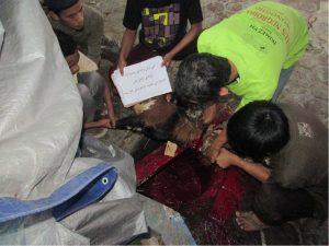 Penyembelihan kambing oleh para usatad Pondok Pesantren Al ukhuwah Sukoharjo